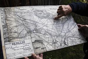 Tillsammans med Frisksportklubben Älgarna ritade Hilding Mickelsson en orienteringskarta som sträcker sig runt Skidtjärn. 583 timmar tog det arbetet.
