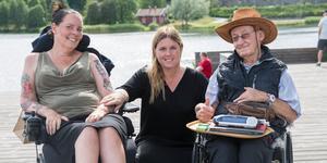Mia Möllberg, Sofia Eldebrink och Kari Josefsson vid 2019 års promenad för forskningen mot ALS. Den första insamlingen efter Mariannes Eldebrinks död.