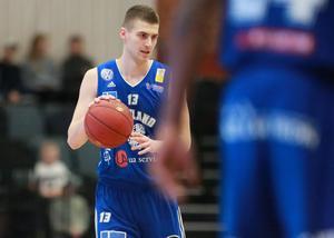 Niklas Larsson  för Jämtland Basket.