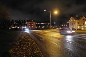 Insändarskribenten beskriver kvällsfärden genom Ö-vik som att åka genom en spökstad. Foto: Maria Edstrand/Arkiv