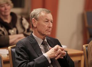 Kommunfullmäktiges ålderspresident, Göran Engström (C) röstade ja till investeringsbudgeten.