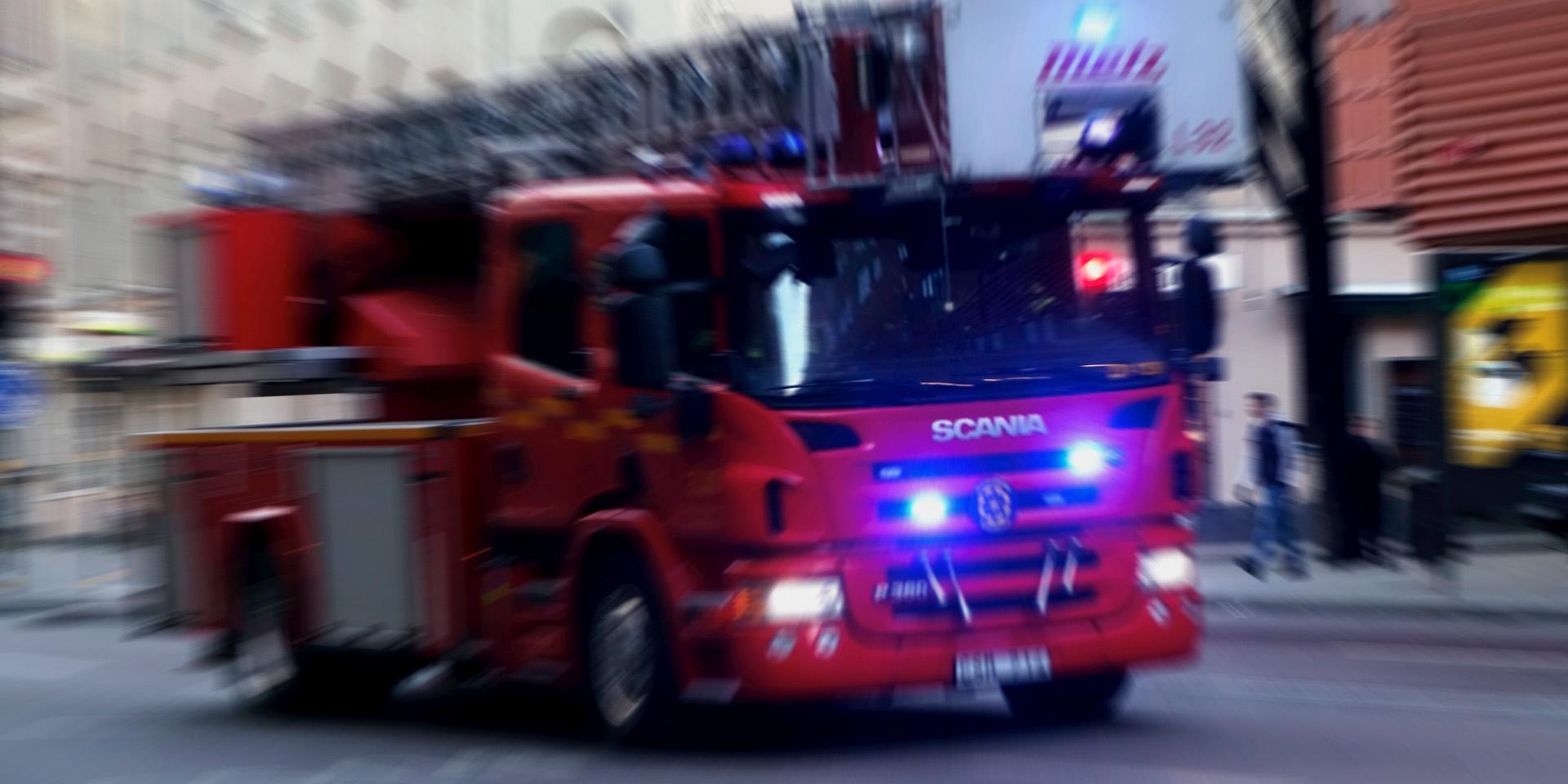 Brand i personbil släcktes på en kvart