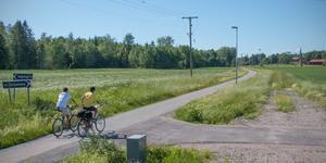 Här, väster om den gamla KUJ-banan, numera cykelbanan, har Köpings kommun numera 75 hektar mark i beredskap för framtida bostadsbyggande.