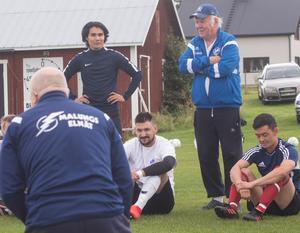Ahmad Jafari och Errol Perjos. Förutom att hjälpa Jafari med sin fotboll har Perjos även ordnat sommarjobb åt honom och kommer dessutom att agera handledare när Nornanspelaren övningskör i höst.