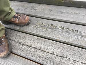 Per och hans bror Östen Mårthans köpte givetvis en planka vid den stora renoveringen 1990 till 1992.