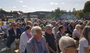 En stor publik hade kommit för att vara med på invigningarna.
