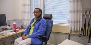 I eget mottagningsrum. Ariellas tjänstgöring på Ullvi-Tuna vårdcentral närmar sig sitt slut, men hon vet att hon är välkommen tillbaka när legitimationen kommer.