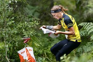 Tove Alexandersson drygade ut sin totalledning till 13 minuter i andra etappen av O-ringen. Foto: Peter Holgersson / BILDBYRÅN