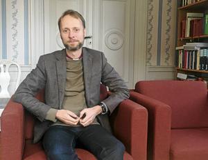 I höstas uttalade Västmanlands biskop Mikael Mogren att han ser allvarligt på anklagelserna mot prästen, men att domkapitlet avvaktar  polis- och rättsutlåtande för att ta beslut om han kan fortsätta som präst eller inte.