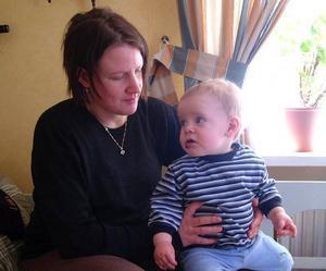 Isabelle Myhr är lite trind om magen och snart får Linus ett syskon.