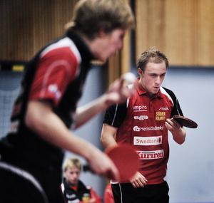 Johan Sondell, närmast, kom tillbaka som en vinnare när hans nya klubb Kävlinge besegrade Suif.