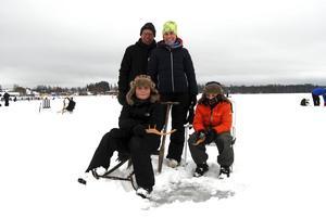 Familj från Karlstad och Mora Sara Borg, Gunnar Jonsson, Nils och Mats Borg.