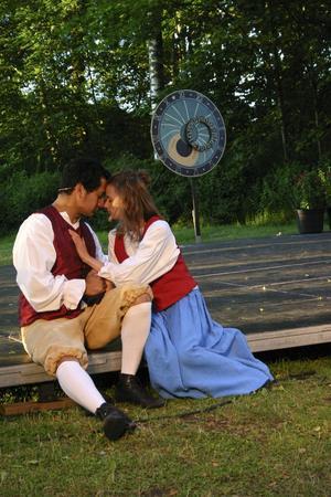 Stark Kärlek. En kärlek som aldrig dör, mellan Christopher Polhem (Nils Närman Svensson) och Maria Hoffman (Julia Nilsson).