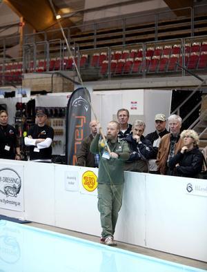 Mässorna är viktiga för kastinstruktör och sportfiskeproduktutvecklaren Mattias Drugge. Det är intensiva dagar och vår- och sommarmånader när han åker runt i hela Sverige och håller kastkurser.