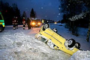 En av de inblandade bilarna voltade och landade på taket. Trafikolyckan inträffade vid Ina, på väg 50, strax väster om Söderhamn.