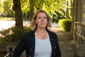 Ulrika Spårebo (S) kritiserar de styrande partierna i Sala.