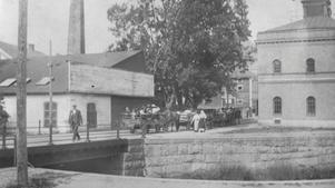 1914. Kollobarnen skickades med skrinda till järnvägsstationen. Det ansågs för farligt att ta sjövägen på grund av kriget.
