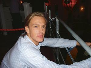 "Oscar Bäcklin 19, studerande, Gävle:– Guru Josh, ""Infinity""."