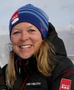 Karin Stolt Halvarsson är medieansvarig och World Cup Manager. Hon är positiv trots stressen det innebär att anordna en världscupstävling med allt vad det innebär på bara några dagar.
