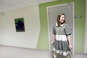 Camilla Männikkö berättar att de inte bara fått nyrustade lokaler utan också nya arbetssätt i öppenvården.Numera samarbetar team för att ställa diagnos och terapin sker ofta i grupp.