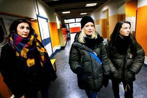 Sandra Harouky, Petra Söderberg och Julia Hörnfeldt går första året på handelsprogrammet på Wargentinsskolan i Östersund. Förutom programvalet så spelade både skolans storlek och läge roll när de valde till gymnasiet. Foto: Henrik Flygare
