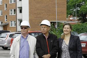 Projektledarna Kenneth Levin och Lars Tobé presenterar planerna tillsammans med Eva-Lotta Sandberg från Humana.