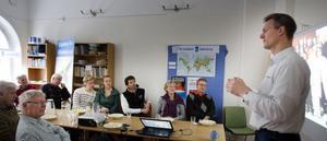 Niklas Wennberg, verksamhetsledare för Stadsjord, föreläste om projektet som ska få till mer lokal odling i staden.