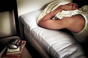 En teori som författarna bakom studien har är att män väntar längre med att söka vård. Det gör att de har tydligare symtom och därför sjukskrivs de längre än kvinnor med samma sjukdom.