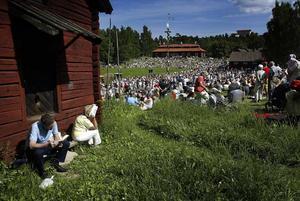 24 juni 2005. Midsommar på Vallby. Alla ville inte dansa.