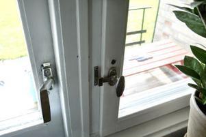 Se till att ha godkända lås även på altandörren.