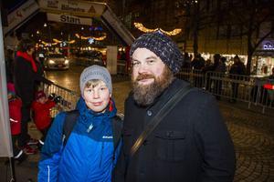 Jeremias Kaufmann, 14 år, tillsammans med fritidsassistenten Per-Erik Söderberg.