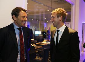 Fotboll är kul, tycker U21-lagets förbundskapten Håkan Ericson och Graham Potter under minglandet i väntan på att fotbollsgalan inleds.