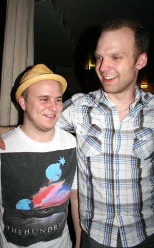 Blue Moon Bar. Charlie och Abdullah