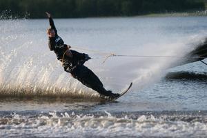 Mycket olika trick på vattenskidor kommer utföras under showen.