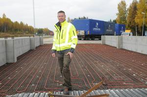 Kristofer Engstrand är nöjd med satsningen på trafikplatsen i Armsjön. Nu får polis och tull betydlig bättre arbetsmiljö.