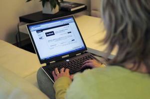 Sociala forum på internet så som Facebook används allt mer för förmedling av arbeten. Det visar en stor enkätundersökning som Manpower har gjort.