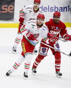 Emil Pettersson med förre lagkamraten Jeremy Boyce.