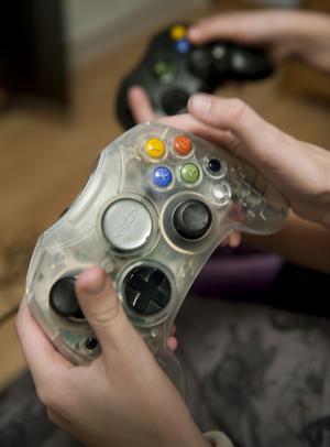 Farlig hobby. Flera undersökningar visar att barn som exponeras för våld i tv- och datorspel blir mer aggressiva. foto: scanpix