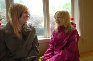 Ebba Eklund, 14 år, och Evelina Nyström, 13 år, kommer att gå kvar på Gärdesskolan även i höst. De är nöjda med skolan och vill inte byta skola än en gång.