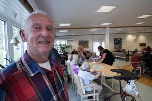 Torsten Jansson (s) är initiativtagare till pubverksamheten på Norbergs äldreboenden.