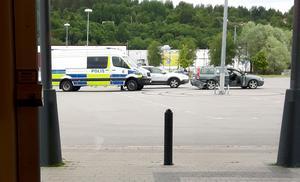 Här utanför på parkeringen fängslades en person av polisen.