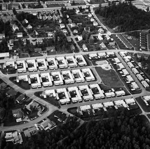 Aroseken bygger radhus och kedjehus på Skiljebo 1968.