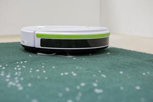 Robotdammsugarnas rengöringsförmåga testades både på hårt golv och mattor.