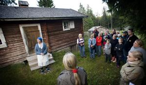 Fäbodvaktens fru berättar vad som hände med en liten flicka som förgick sig i skogen.