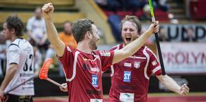 Underläge med 1–3 för noll poäng med fem minuter kvar. Robin Nilsberth reducerade, Johan Samuelsson kvitterade och tog matchen till förlängning – som var tre sekunder gammal när Anton Samuelsson fastställde slutresultatet 4–3.