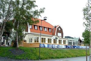 Byggets ägare har köpt Dippan som byter namn till Verandan Åre. Wallmans flyttar in i Holiday Club.