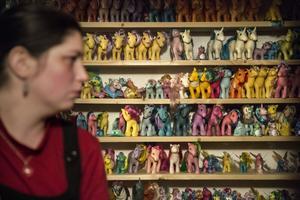 Christine Tomtlund samlar helst på ponnyer från generation ett eftersom det var de som fanns när hon var liten.