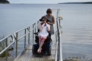 Vattnet var lagom varmt och Malou Gustafsson tyckte om att få bada i Bergafjärden.