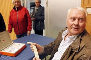 Biljettförsäljaren Greger Hjärpsgård hade fullt upp i kassan.