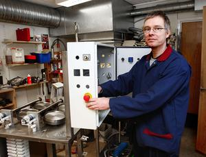 Han har varit med från start, Lars Jakobsson, som är Laggens egen tekniker. Han ska bygga nytt och se till så att maskinparken fungerar som den ska. Foto:Gunne Ramberg